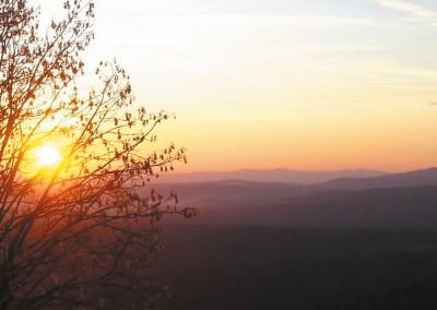 Sonnenuntergang im Bergdorf Waldhäuser Bayerischer Wald