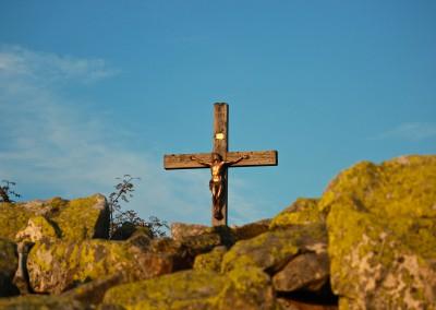 Gipfelkreuz auf dem Lusen im Morgenlicht